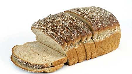 pão de centeio corta a fome